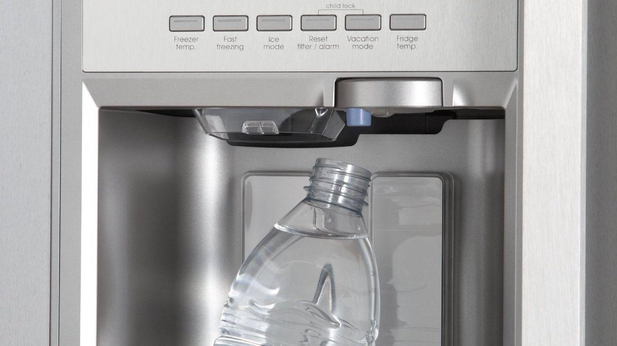 Холодильники: автомат для производства льда - это крутая, но и дорогая функция.