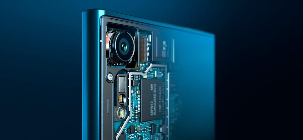 Sony Xperia XZ: камера оснащена 5-осевым стабилизатором изображения, RGB-датчиком и лазерным автофокусом.