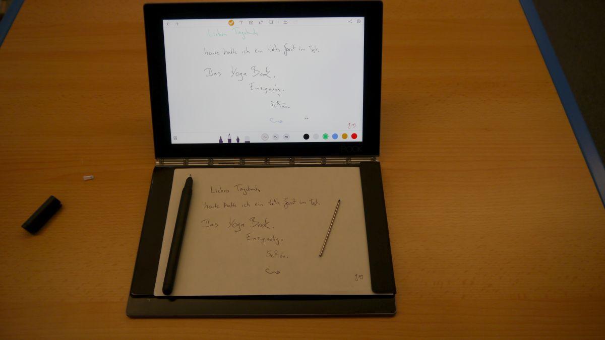 Стилус с двумя разными стержнями и блокнот для записей входят в комплект поставки