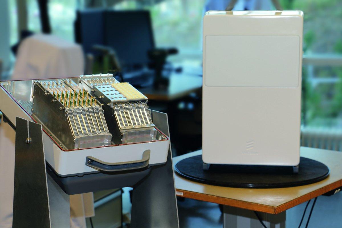 5G-передатчик, как этот прототип производства компании Ericsson, обладает значительным диапазоном пропускания, однако малой дальностью действия. Возможное место применения: фонари уличного освещения.