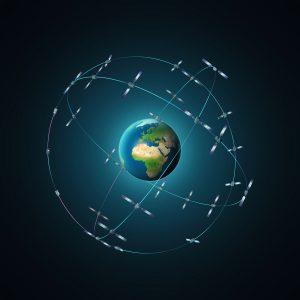 В 2020 году система Galileo должна быть полностью введена в эксплуатацию. На трех орбитах на высоте 23 222 км вращается по девять спутников плюс по одному резервному на каждую орбиту. Предполагается, что из любой точки планеты можно будет принимать сигналы от шести-восьми спутников.