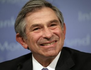 World Bank President Paul Wolfowitz smiles during a closing news conference at the final day of the International Monetary Fund and World Bank spring meeting in Washington April 15, 2007. REUTERS/Yuri Gripas (UNITED STATES) - RTR1OOBU