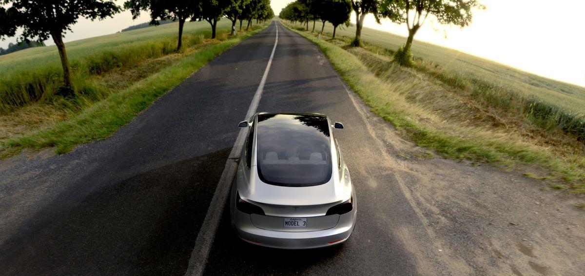 Tesla Model 3: Бюдэетный электрокар тоже будет оснащаться автопилотом и новейшим программным обеспечением.