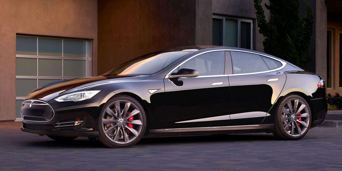Tesla Model S: уже ездит под управлением автопилота.