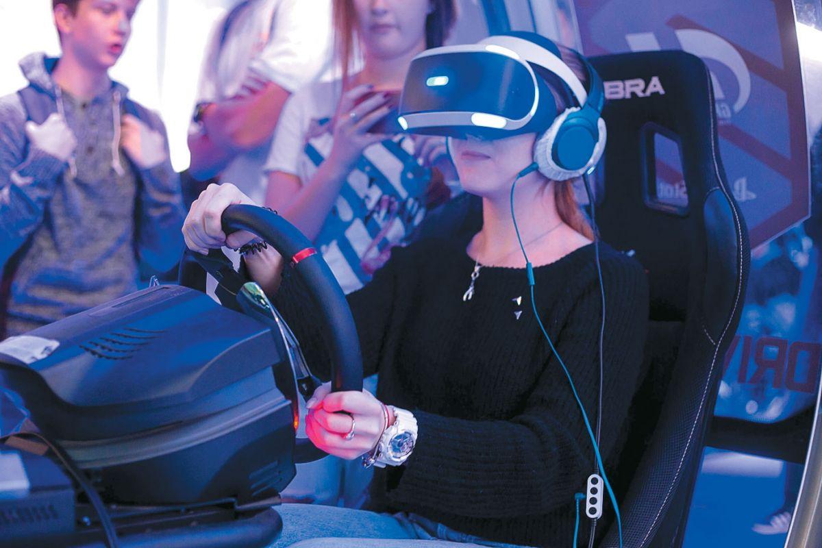Шлем PlayStation VR. Первый и на данный момент единственный шлем ВР, которому не нужна вычислительная база в виде дорогого игрового ПК