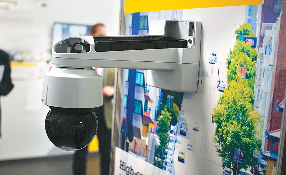 Системы видеонаблюдения в городе: системы видеорегистрации следят за площадями, магистралями и перекрестками.