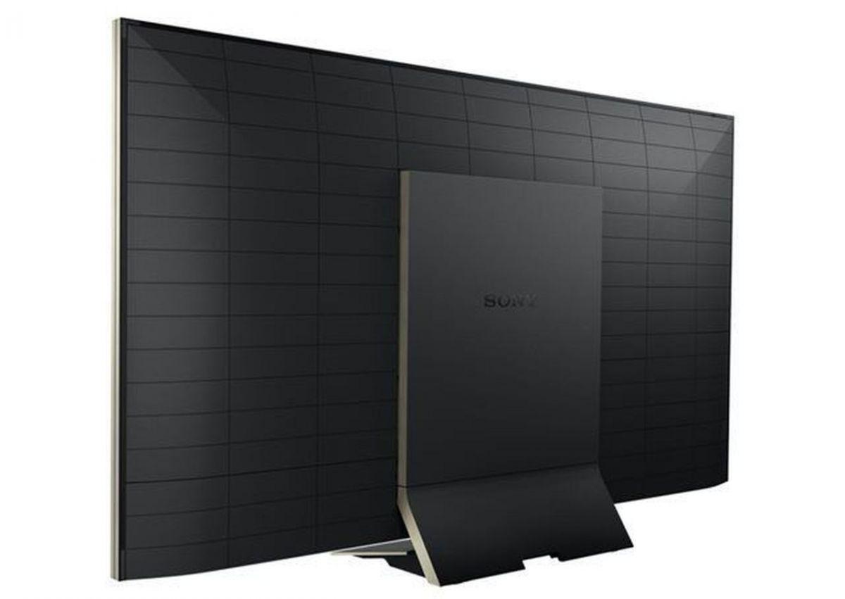 При более внимательном рассмотрении выясняется: Sony KD-65ZD9 со своими 80 мм заметно толще, чем конкуренты
