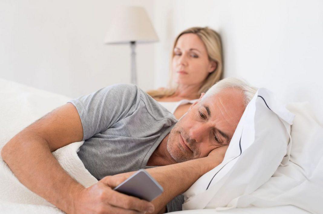 Смартфон как причина развода: как цифровые технологии убивают отношения