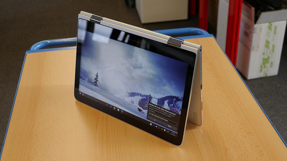 HP Spectre x360 13-4100: положение в виде «шатра» особенно подходит для расслабляющего киновечера.