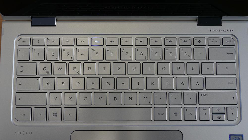 HP Spectre x360 13-4100: расположение и размеры кнопок Enter, Backspace, а также клавиш направления требуют привыкания.
