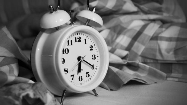 классический будильник
