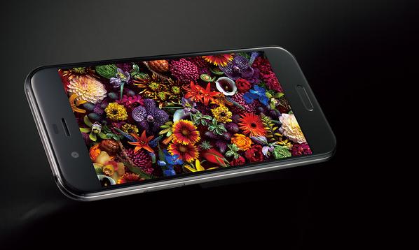 Sharp представила новый флагманский смартфон Aquos R