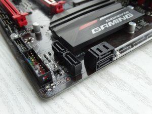 Разъемы SATA материнской платы Gigabyte GA-AB350-Gaming 3