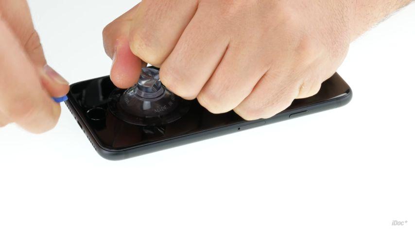 Как заменить неисправный дисплей iPhone 7