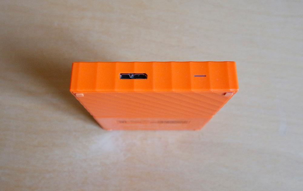 WD My Passport 1 TB: для подключения к другим устройствам используетйся порт micro USB 3.0.