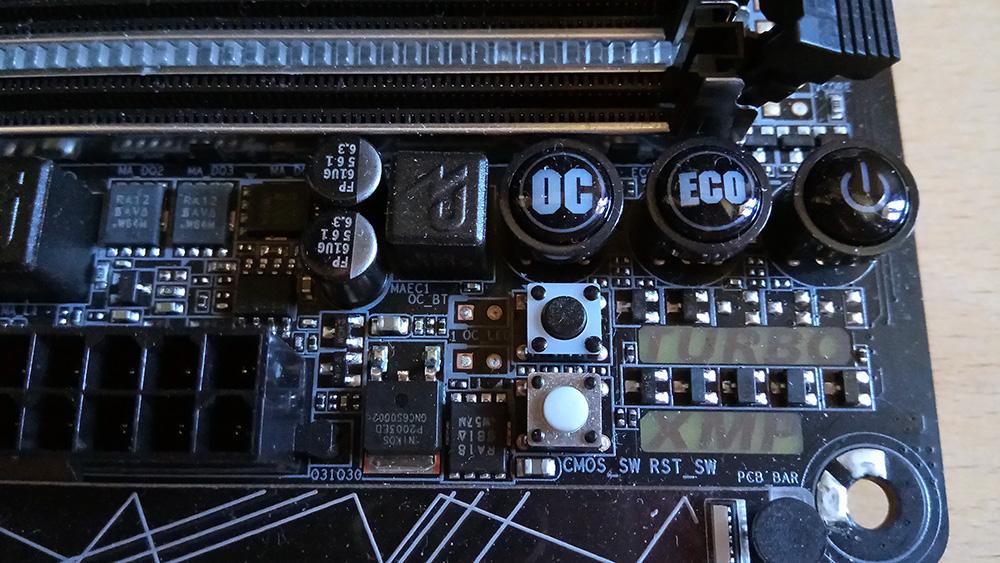Gigabyte GA-Z270X-Gaming 7: любители оверклокинга найдут на материнской плате специальные кнопки OC, Есо, Turbo и XMP
