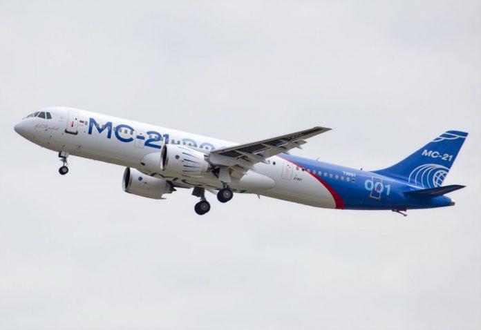 Первый экземпляр нового российского самолета МС-21 покинул сборочный цех