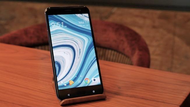 Первый взгляд на смартфон HTC U11: сожми меня!