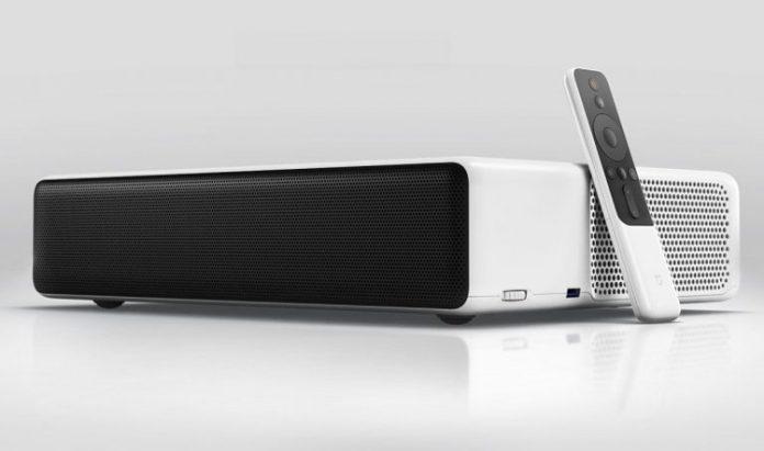 Xiaomi анонсировала домашний проектор Mi Laser Projector