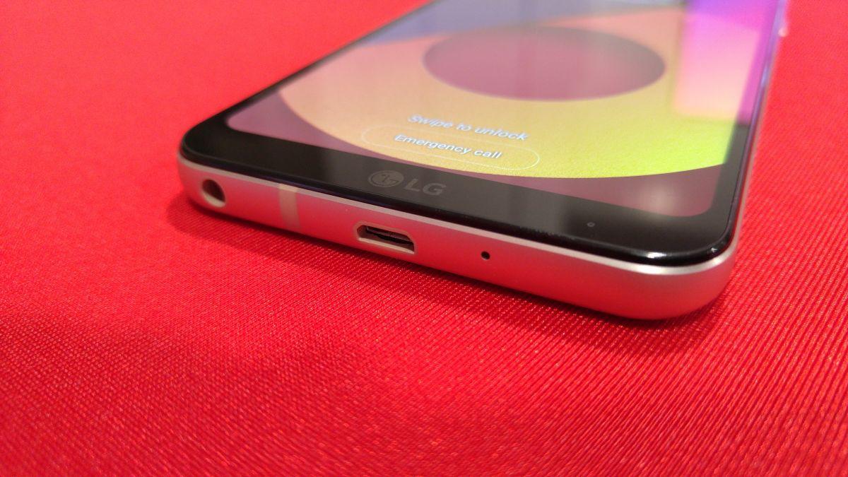 Компания LG представила в Москве новую модель смартфона LG Q6