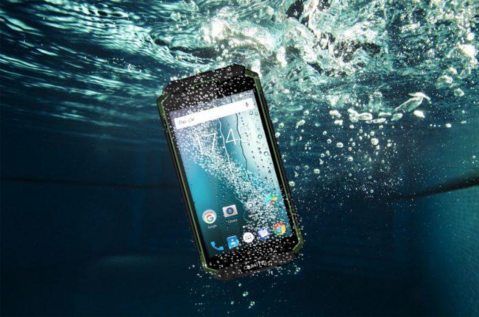 Oukitel представила защищенный смартфон с гигантским аккумулятором на 10 000 мАч