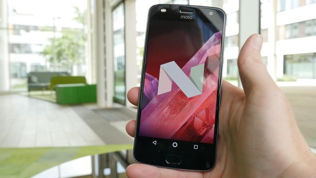 Тест и обзор смартфона Motorola Moto Z2 Play: шаг вперед, два назад