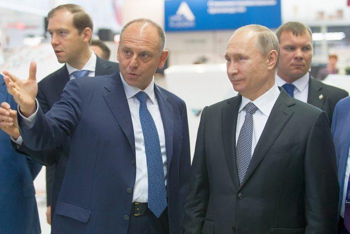 Путину понравилась «умная» кепка для автомобилистов