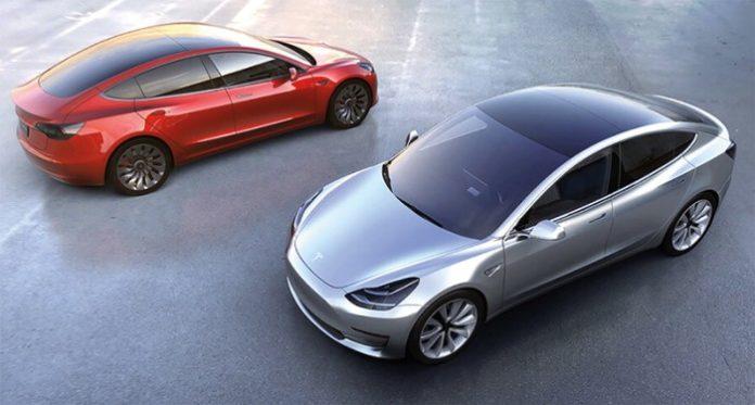 Первые электромобили Tesla Model 3 обрели хозяев