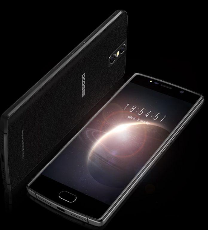 Doogee выпустила смартфон с огромным аккумулятором на 7060 мА•ч и тремя 13-мегапиксельными камерами