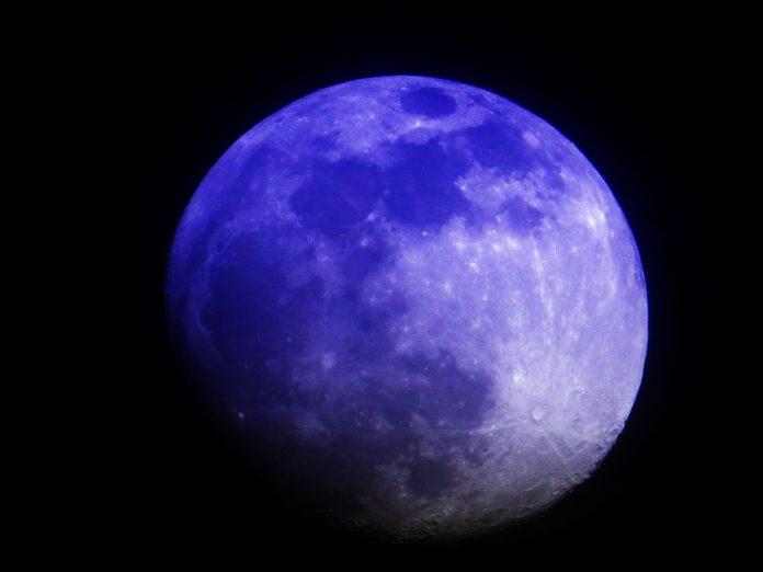 В понедельник в Москве можно будет увидеть бордовую Луну