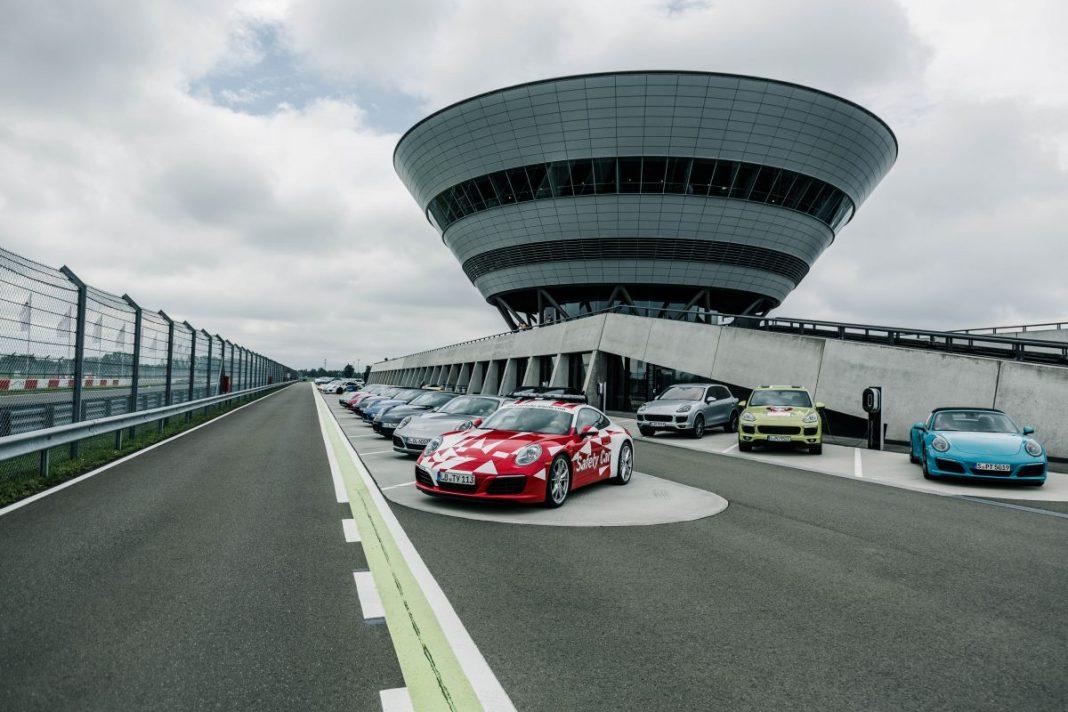 Как Porsche тестирует свои автомобили: уникальные кадры с завода