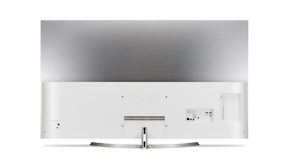 LG OLED65B7V: обратная сторона телевизора предлагает место для подключения достаточного количества внешних устройств.