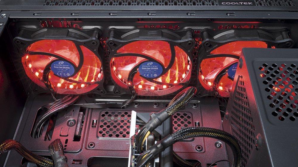 Три эффектно светящихся передних вентилятора Cooltek TG-01 обеспечивают хороший поток свежего воздуха, который необходим для того, чтобы проверить разгонный потенциал процессоров Ryzen.