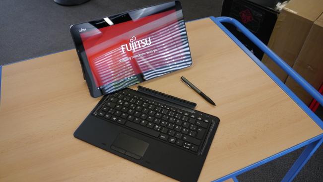 Тест гибридного 2-в-1 компьютера Fujitsu Stylistic R726