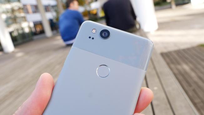 Обзор смартфона Google Pixel 2: почти как большой