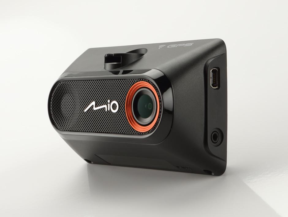 Видеорегистратор Mio MiVue 788: умные часы для автомобиля