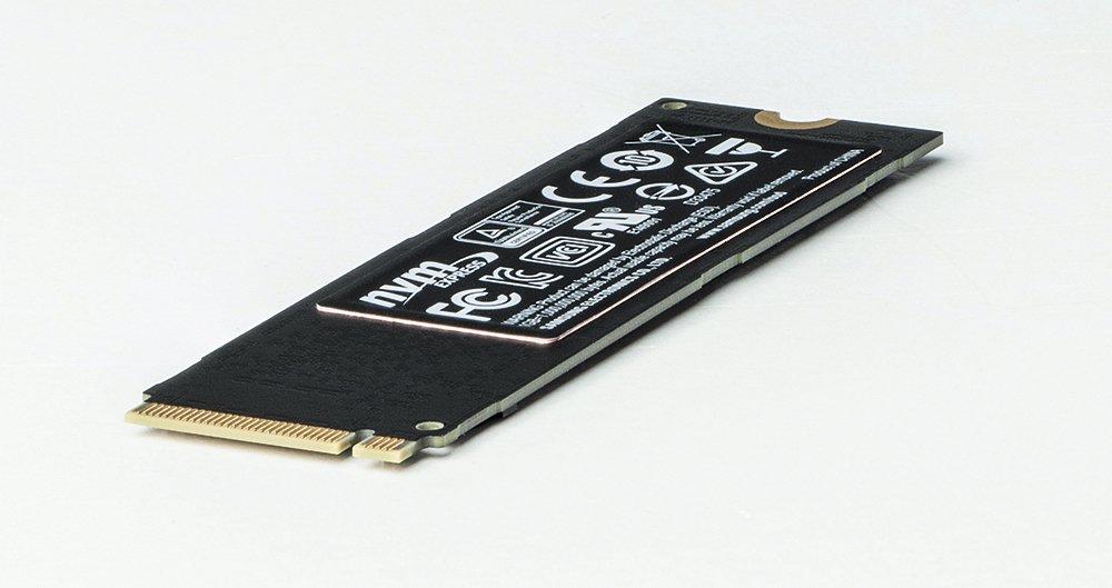 Samsung оснащает новые SSD-накопители, (например, 960 EVO) дополнительной медной накладкой, предназначенной для отвода тепла.