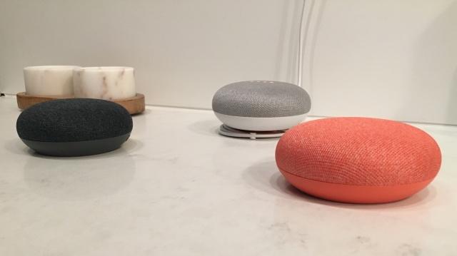 Google Home Mini: первое впечатление о конкуренте Echo Dot
