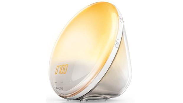 Покупаем будильник со светильником: самые популярные модели