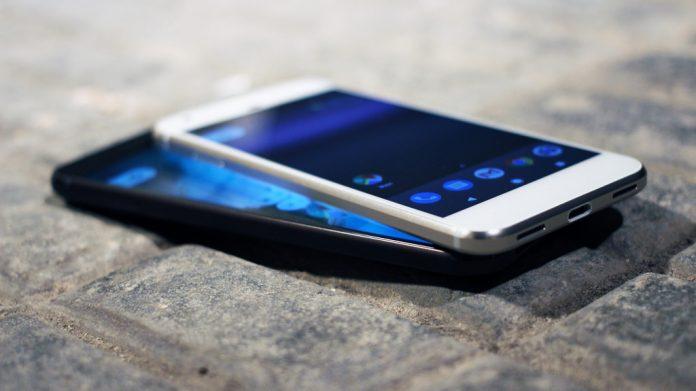 Названы самые популярные в России марки смартфонов