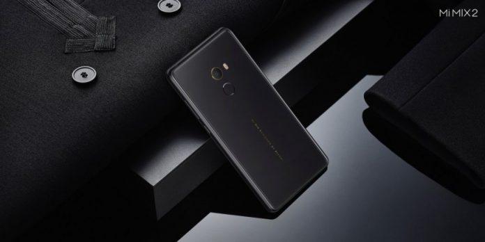Названа российская цена безрамочного смартфона Xiaomi Mi Mix 2