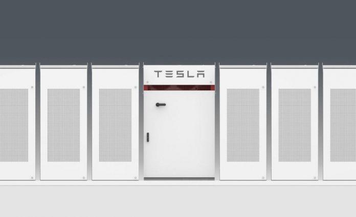 Tesla построила крупнейший в мире аккумулятор
