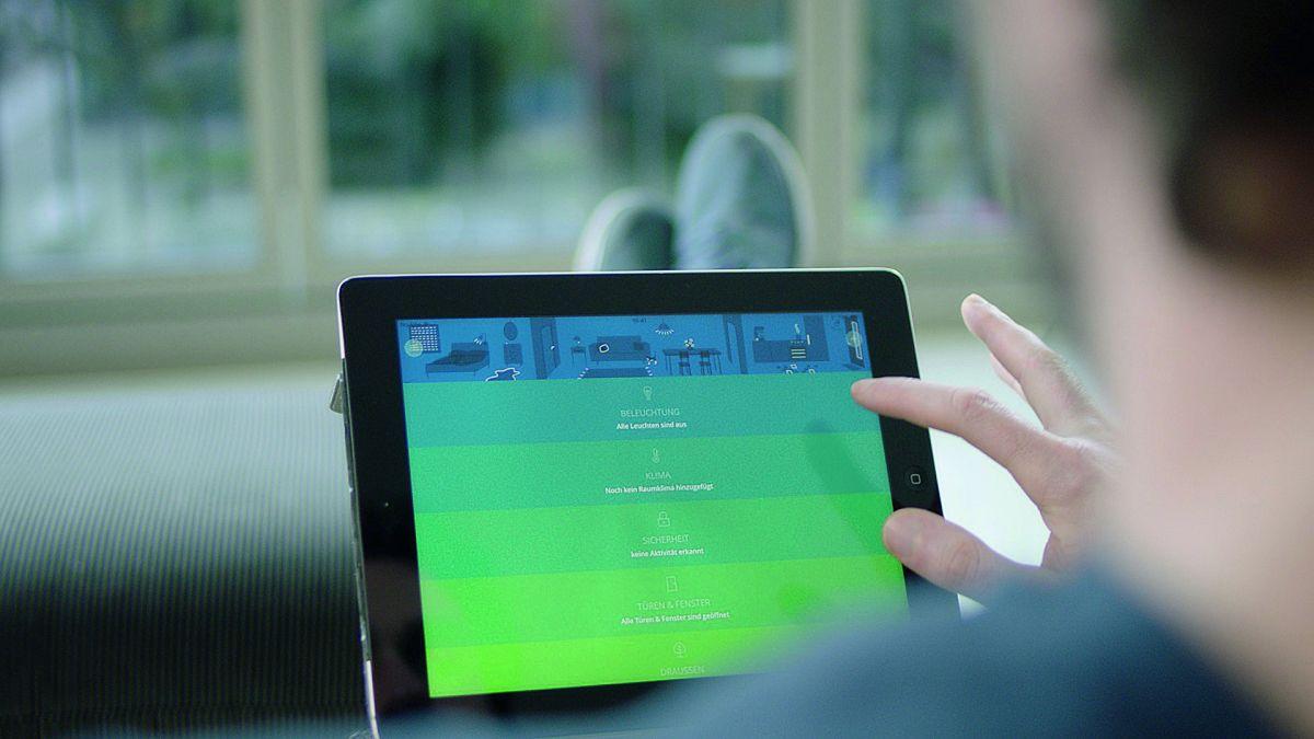 Понятное управление: с помощью смартфона или планшета можно удобно осуществлять настройку и управление устройствами умного дома.