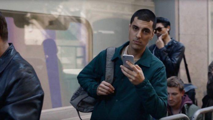 Samsung троллит iPhone X