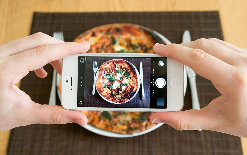 А вы уже выложили свой обед в инстаграм?