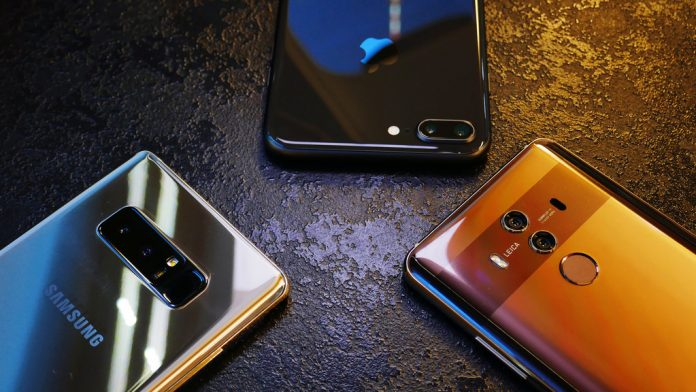 Доля Apple на русском рынке телефонов составляет практически 50%