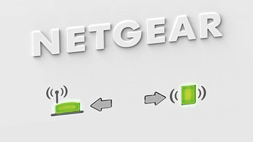 Netgear EX6400 с помощью светодиодов показывает качество соединения с роутером и конечным устройством; при первом размещении должен быть включен только наиболее удаленный клиент.