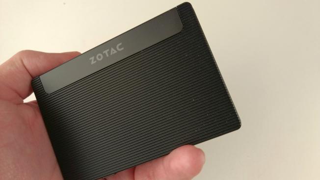 Впервые увидев Zotac Pico PI225, можно легко принять его за SSD-накопитель.