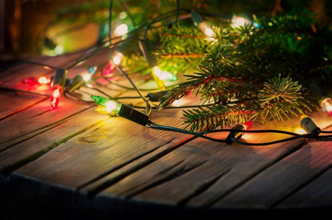 Новогодняя елка замедляет интернет: как ее установить без помех для Wi-Fi