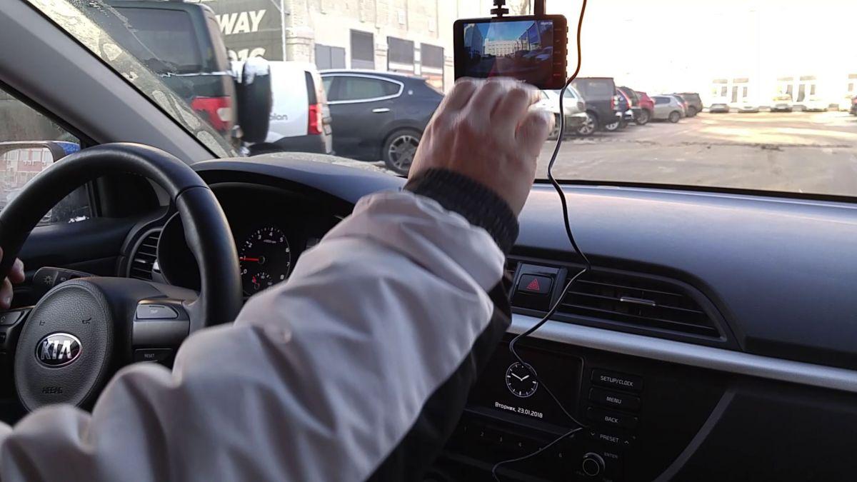 Обзор видеорегистратора Navitel R800: необычный дизайн и большой экран